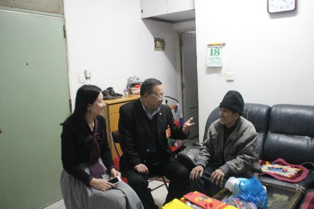 杨金才党代表进巴登社区开展工作